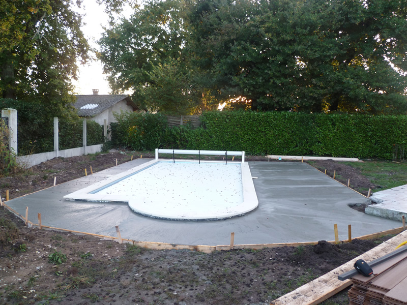 Dalle de piscine pas cher for Ceinture beton piscine