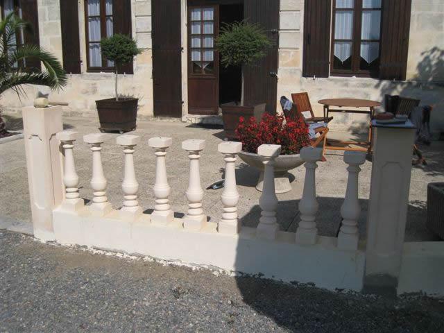 Pose de balustres en pierre reconstitu es aquagr ment laurent matras - Balustre beton castorama ...