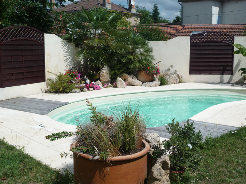 Am nagement exterieur autour de la piscine aquagr ment for Amenagement terrasse exterieur jardin