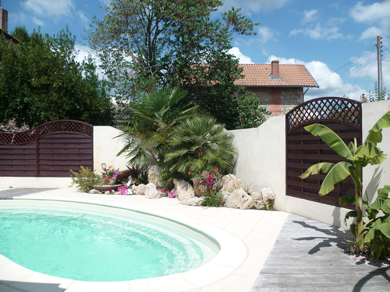 Am nagement exterieur landiras 33 aquagr ment for Amenagement de piscine exterieur
