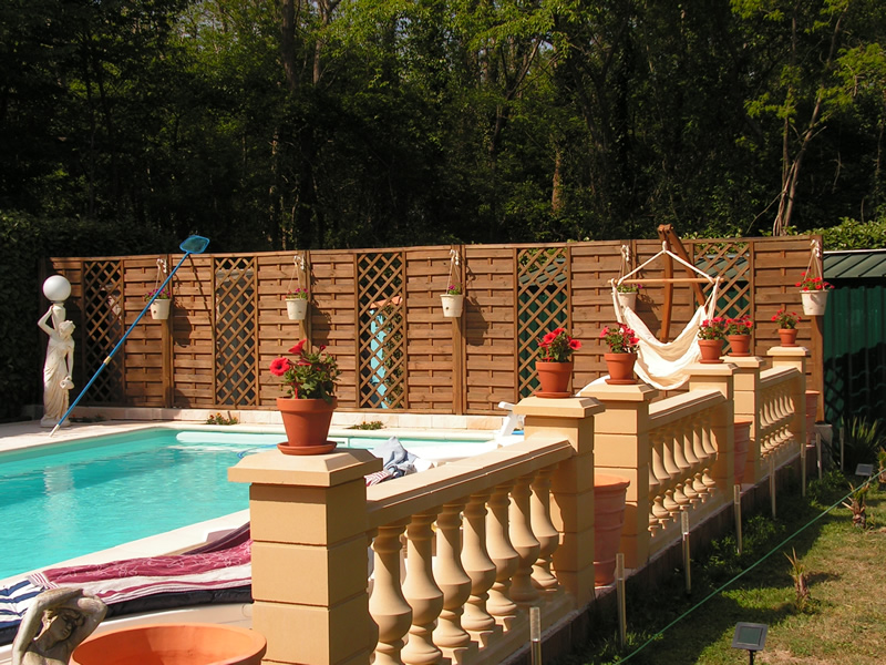 Balustrade piscine aquagr ment laurent matras for Balustres bois exterieur