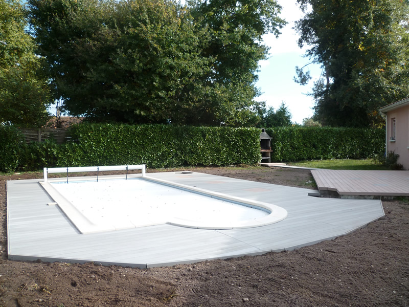 Piscine terrasse bois aquagr ment laurent matras for Bois pour terrasse piscine