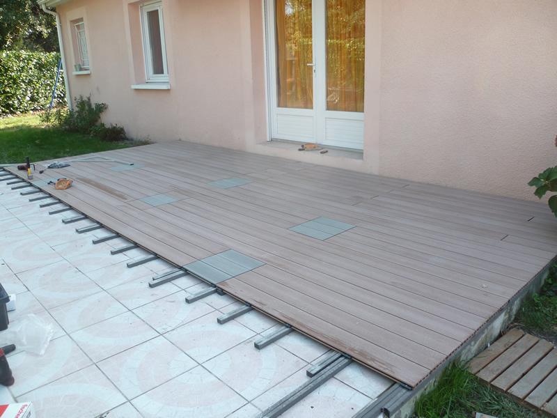 pose lame terrasse composite sur plots md28 humatraffin. Black Bedroom Furniture Sets. Home Design Ideas